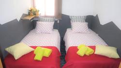"""""""bedroom II"""": 2 single beds Zeige L"""