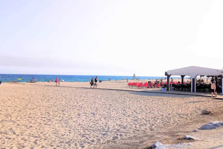 Beach Bar.