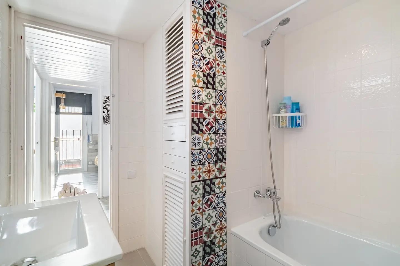 Bathroom I: bath-tube / shower, WC, bidet, hair dryer, soap, shampoo, conditioner.
