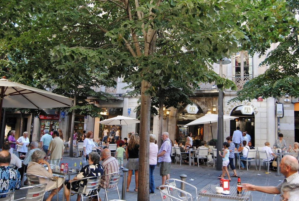 shopping street in the city of Mataró with a lot of cafeterías, bars, restaurant