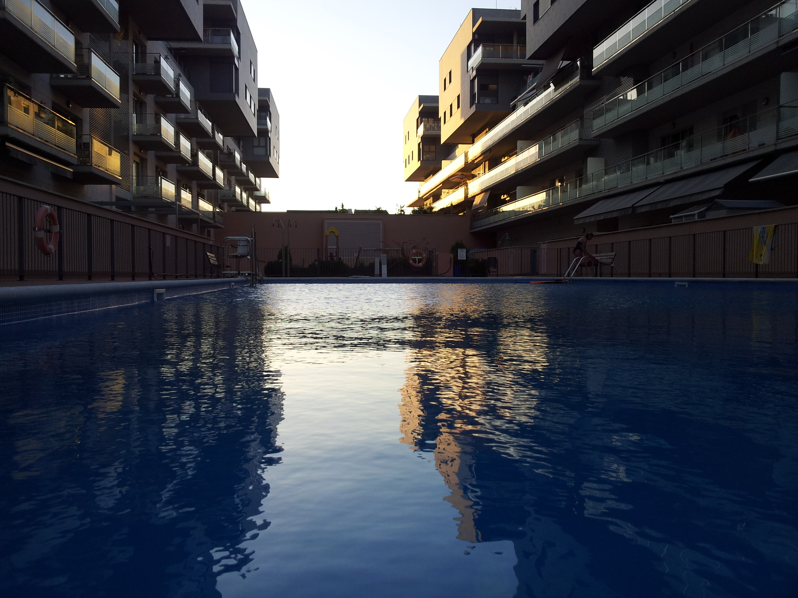 huge, shared pool, open the whole year from 7 a.m. to 11 p.m. in the night.