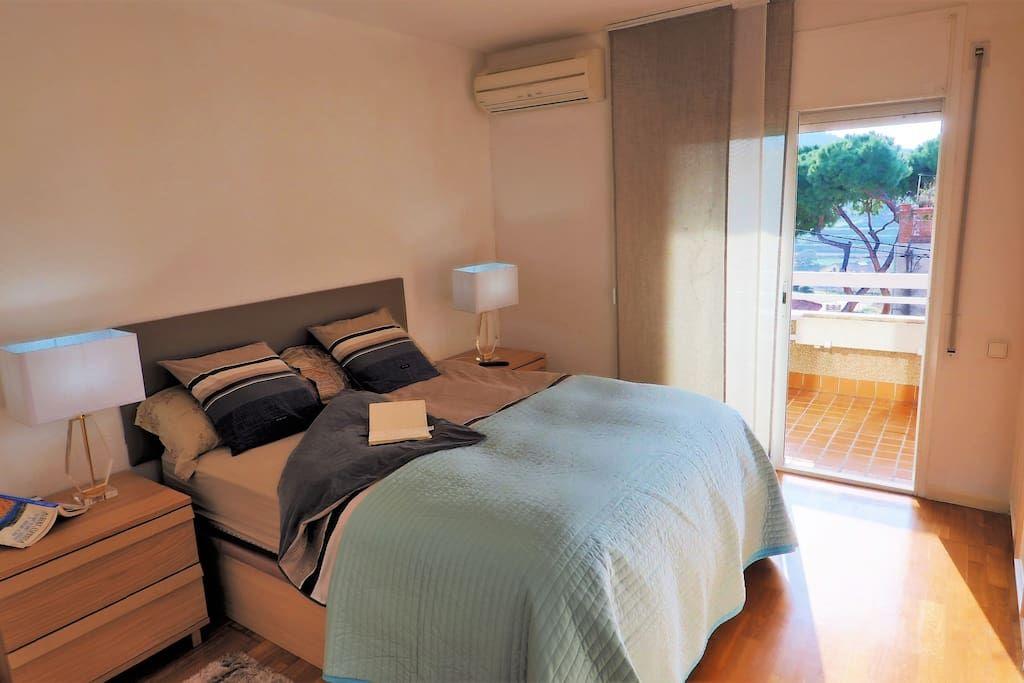 Bedroom I 1 double bed, balcony  TV