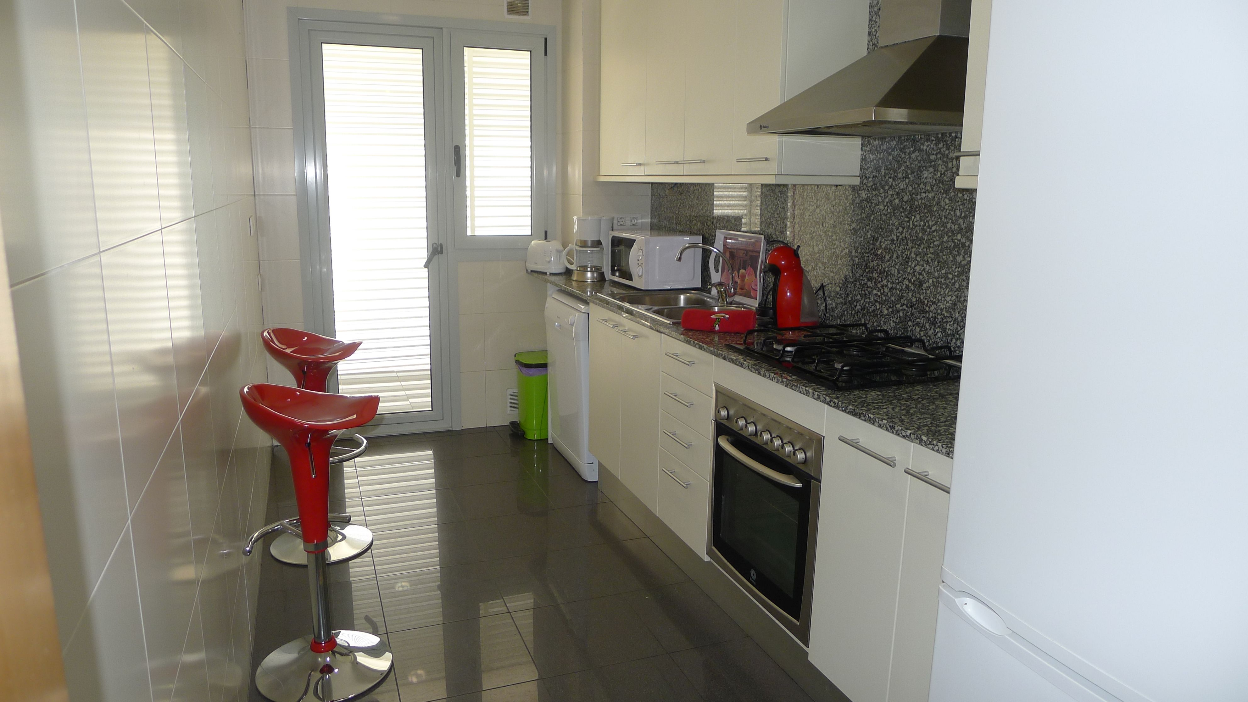 stove, fridge, dishing washer, toaster, coffee machine, kettle, microwave, washi