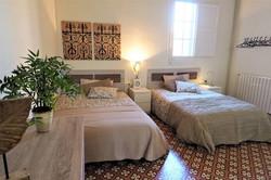 Bedroom V 3 big single beds, ceiling fan