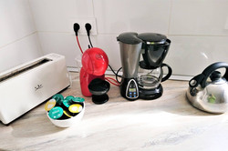 toaster, capsule coffee (Dolce gusto