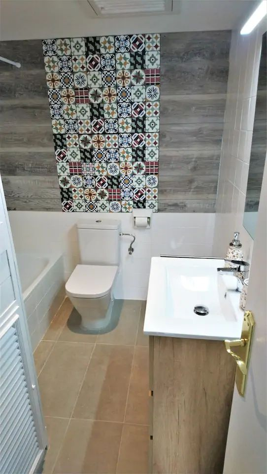 Bathroom I WC, bidet, bath-tube shower,