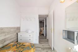 Bedroom III: 1 single bed, commode, balcony, sea view