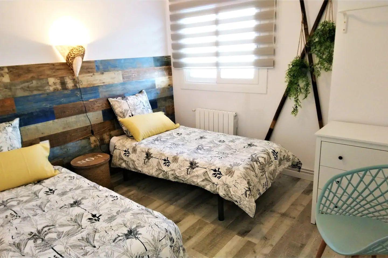 Bedroom II 2 single beds