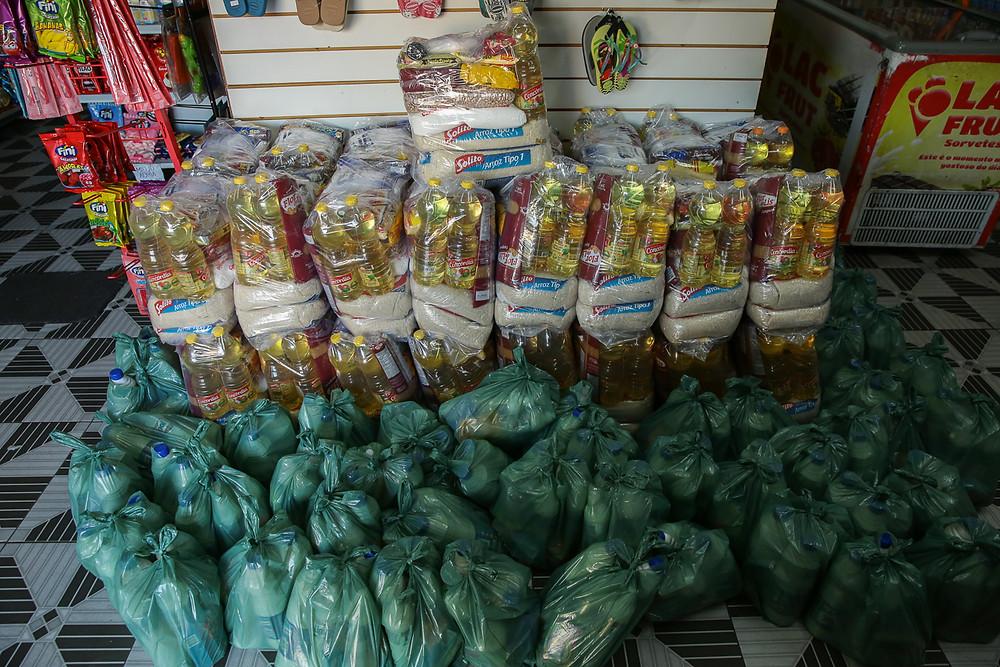 Com a verna arrecadada com a rifa, conseguimos 33 cestas e 50 kits com material de limpeza pessoal e para residência.