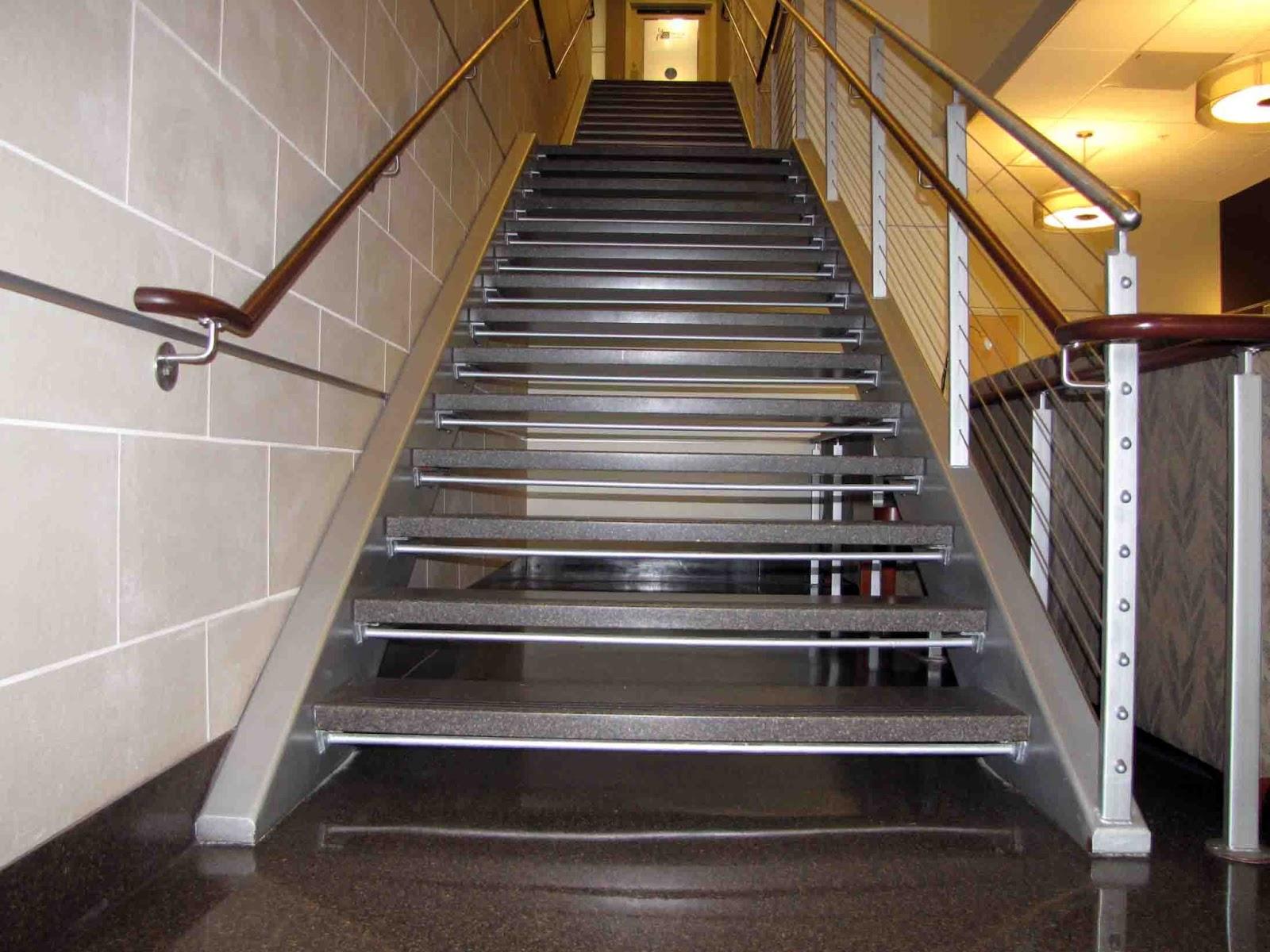Металлическая-лестница-на-тетивах-1