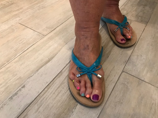 Pedicure with mixed colors