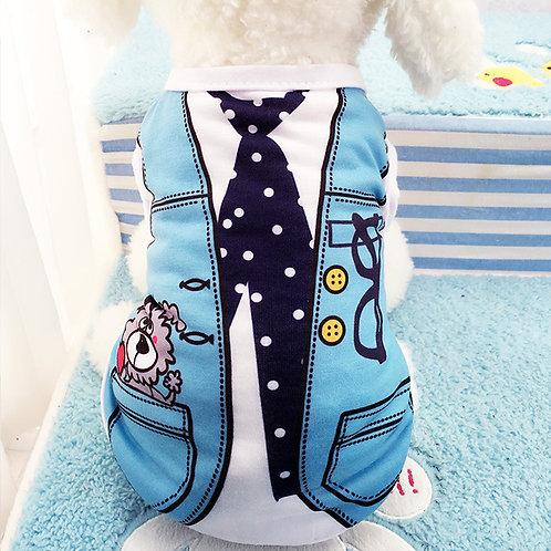 Playera azul corbata lentes