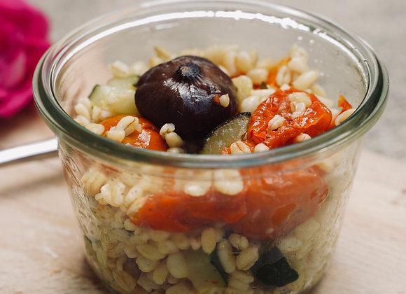 Salade de blé, tomates et oignons confits