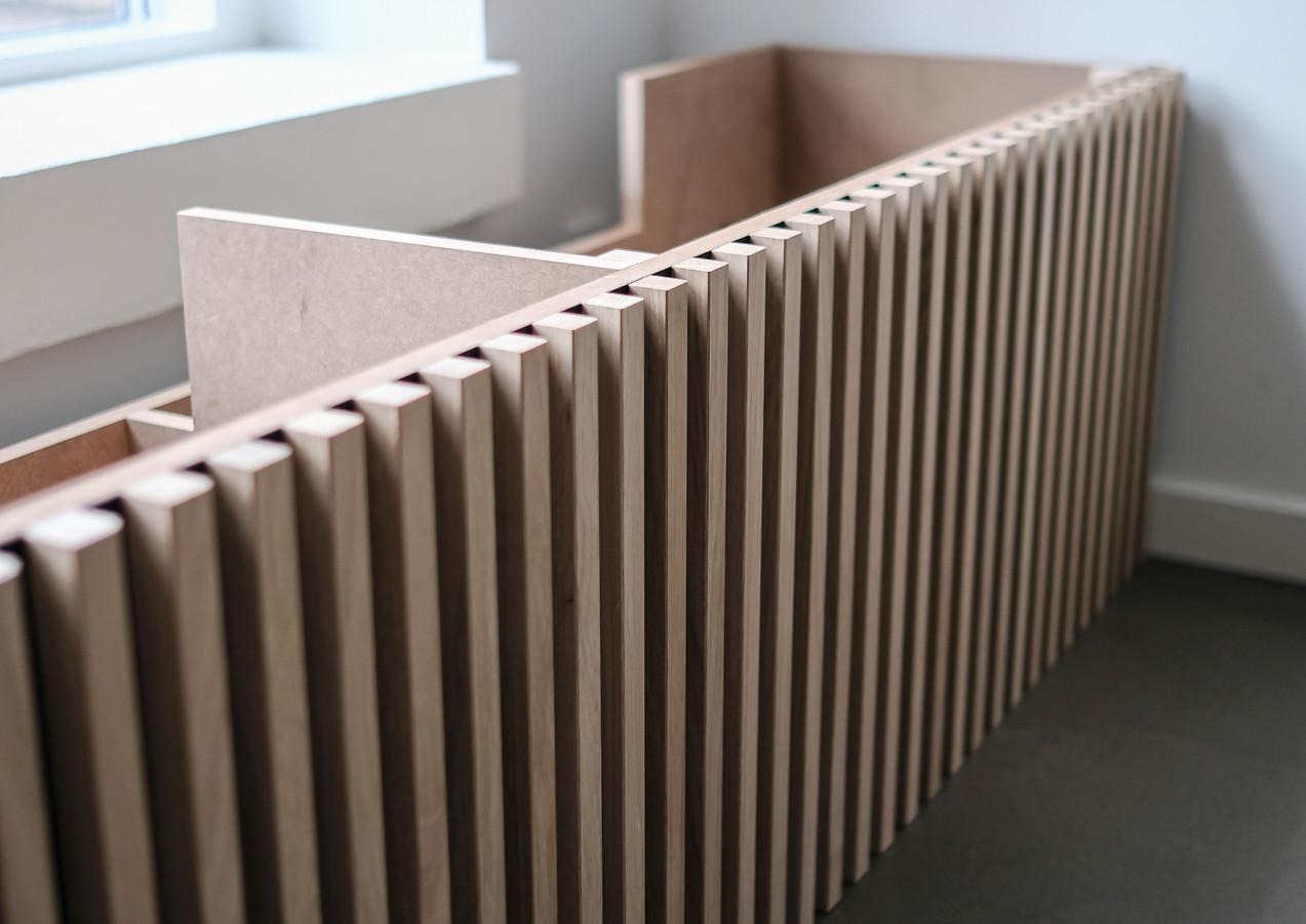 Moderne møbel i træ