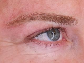 מיקרובליידינג לבלונדיניות - איפור קבוע לעור בהיר