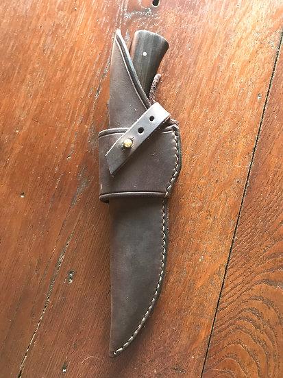 Exemple d'étui en cuir sur mesure port horizontal