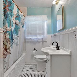 18-Bathroom.jpg
