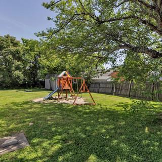 28-Backyard.jpg