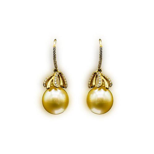 Ohrhänger mit goldenem Südseeperlen und Diamanten