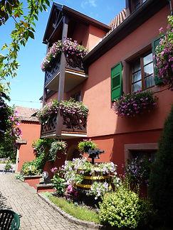 Hotel-Winzenberg-cour-avec-balcon