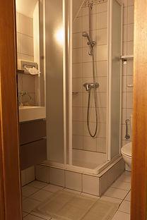 Hotel-Winzenberg-salledebain-chambre-standard