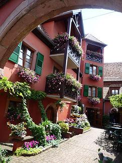 Hotel-Winzenberg-cour-fleurie
