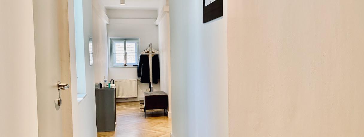 Gangbereich, Lift & Garderobe