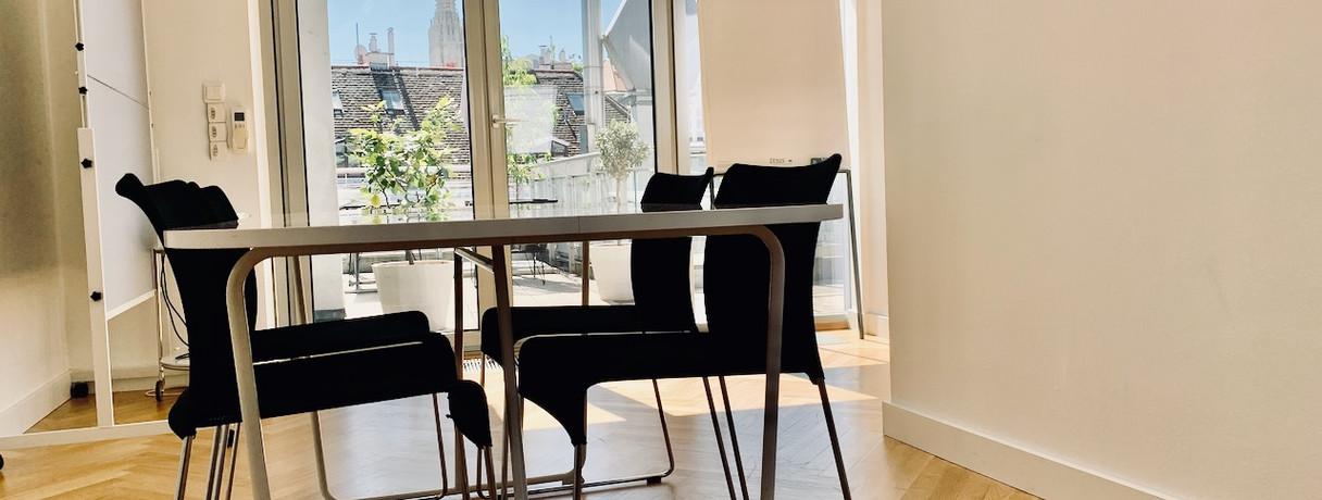 Meetingraum, Blickrichtung Terrasse & Stephansdom