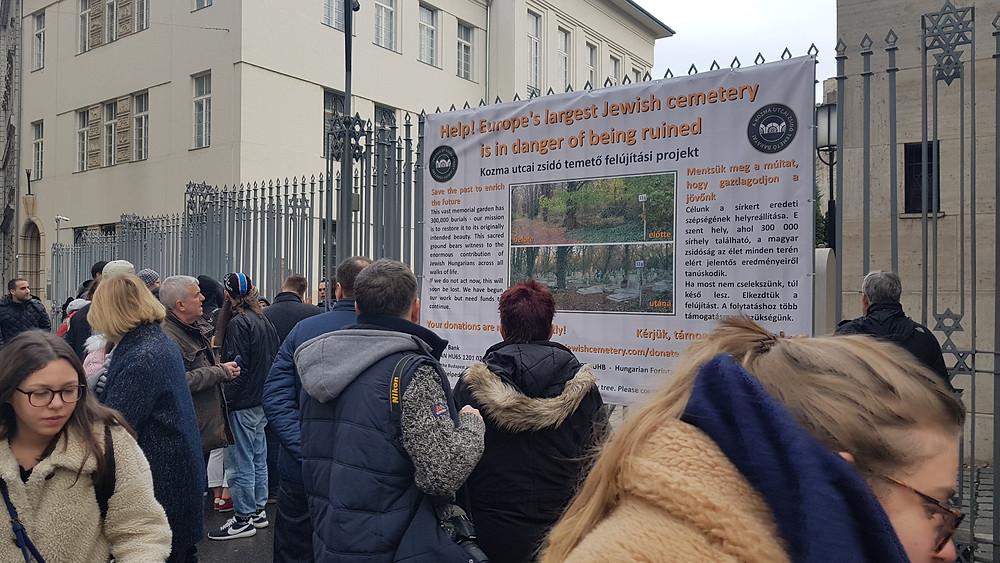 Az új plakátunk a Dohány utcai zsinagóga kerítésén