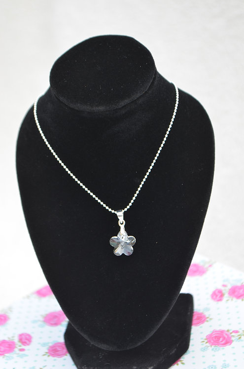 SW51 Swarovski Flower pendant Necklace