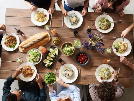 7 Reasons Why Family Meals are Important - And Ideas if You're Just Starting Out