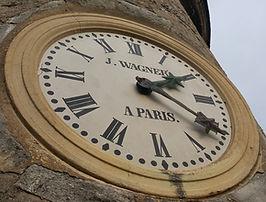 Vue de l'horloge du Château de Veauce en gros plan