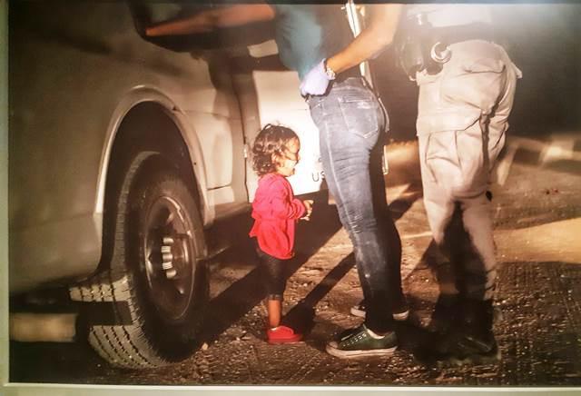 """מקום ראשון  """"World Press Photo צלם: ג'והן מור"""