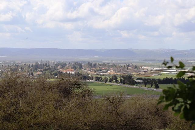 תצפית מבית הקברות של נהלל על עמק יזרעאל