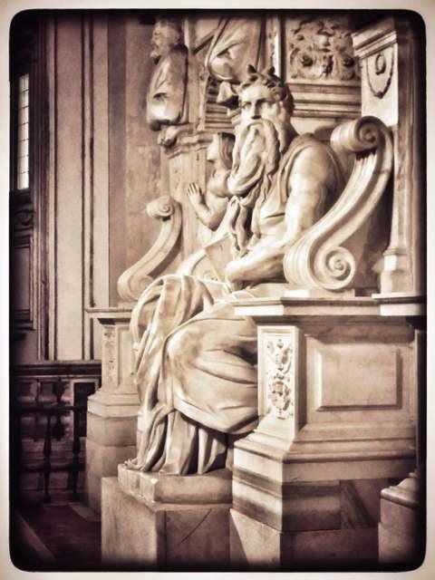 """הפסל """"משה"""" מיכאלאנג'לו"""