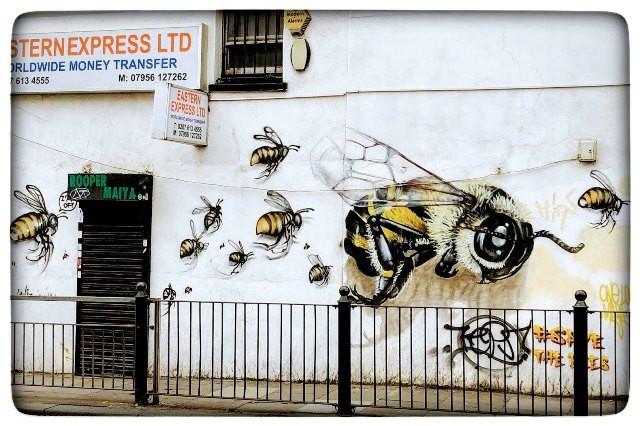גרפיטי בשורדיץ לונדון, צולם על ידי יונית מצא גוטמן