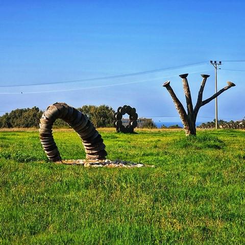 פסלים סביבתיים  - הגלריה הירוקה בארסוף קדם