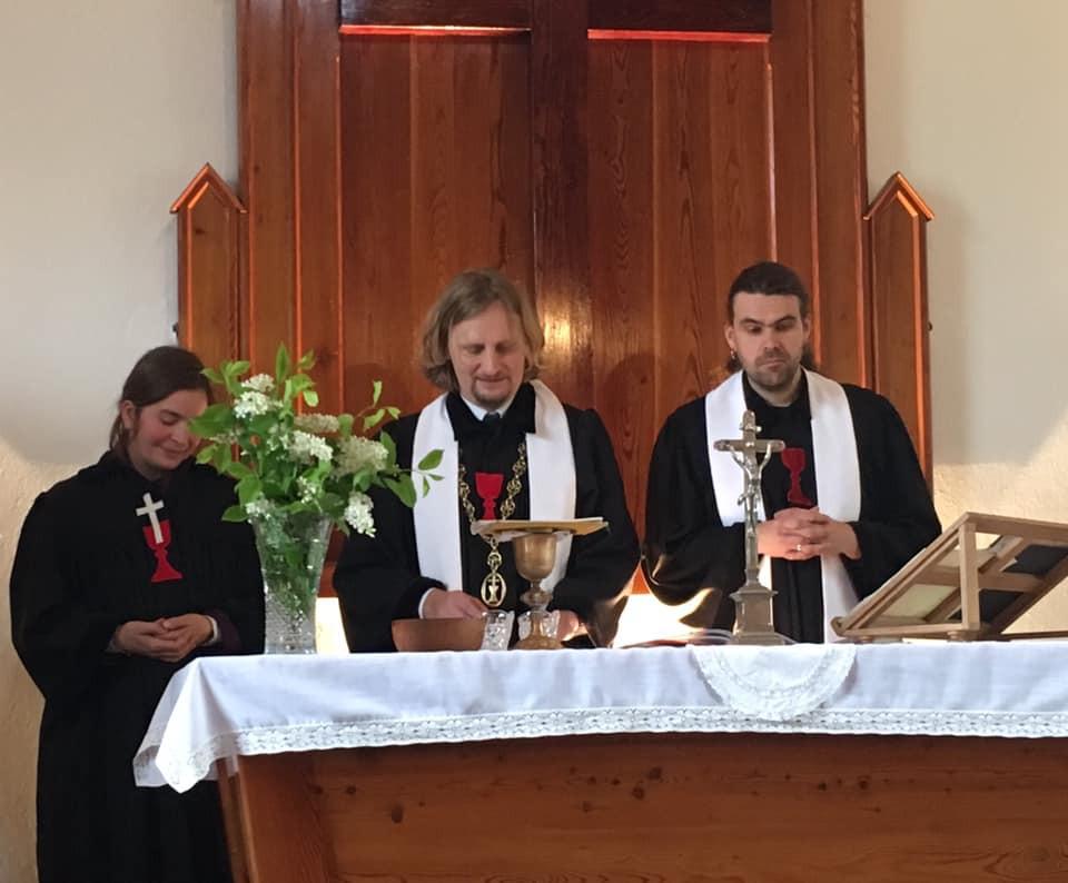 kazatelka Dita Bašková Kačírková, biskup Pavel Pechanec, farář Vladimír Hraba