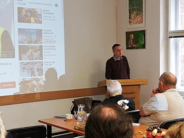 Dr. Jan Rokyta při přednášce Pronásledování Židů a křesťanů v dnešní době