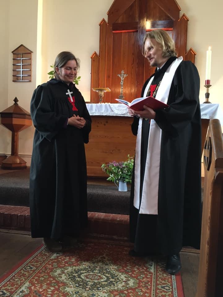 Uvedení kazatelky Dity Baškové Kačírkové do služby v kapli v Rokytnici nad Jizerou