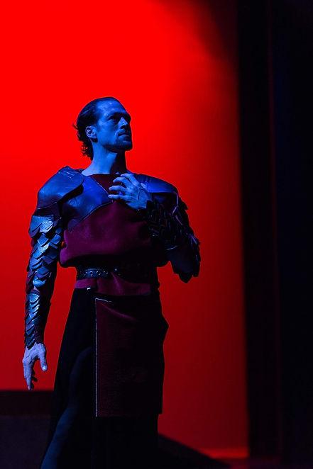 Dracula-ballet-cornerstone-photo-by-Frugoli-0087_edited.jpg