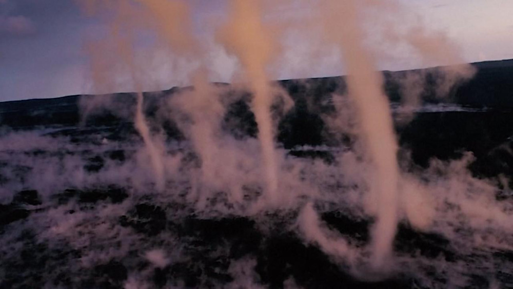 zeldzame wervelwinden boven vulkaan Hawaï
