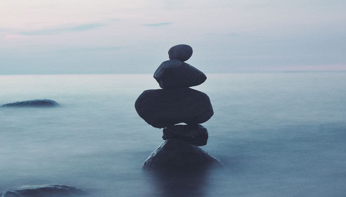 Roches-de-équilibre alignement