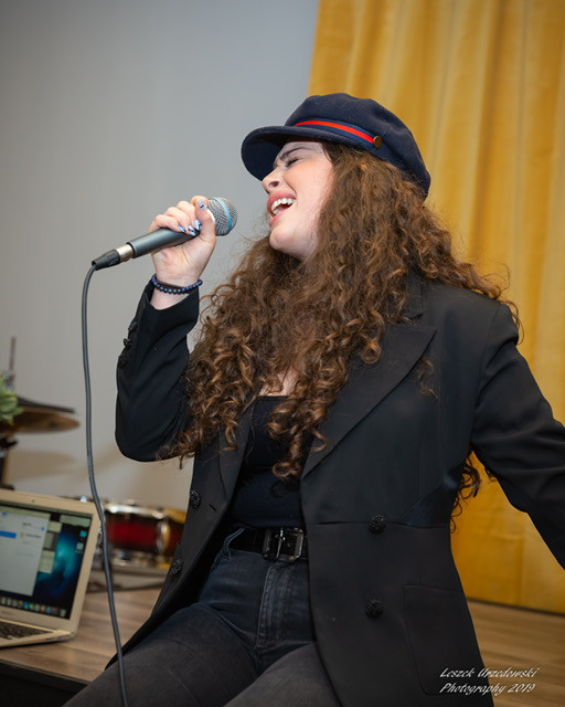 Solo song singer