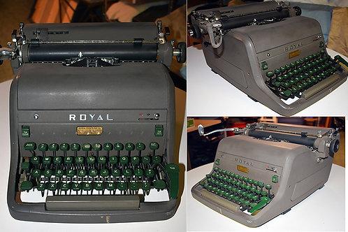 Vintage Royal Standard Typewriter - Small Paten