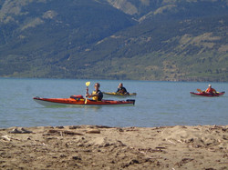 borealkennels.com- Kayak Bennet lake