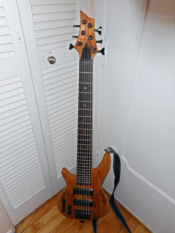 6 string bass