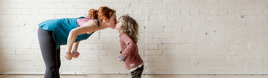mom-gives-kiss-to-her-child_4460x4460.jp