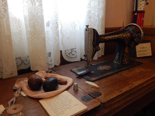Gilman-old sewing machine.jpg