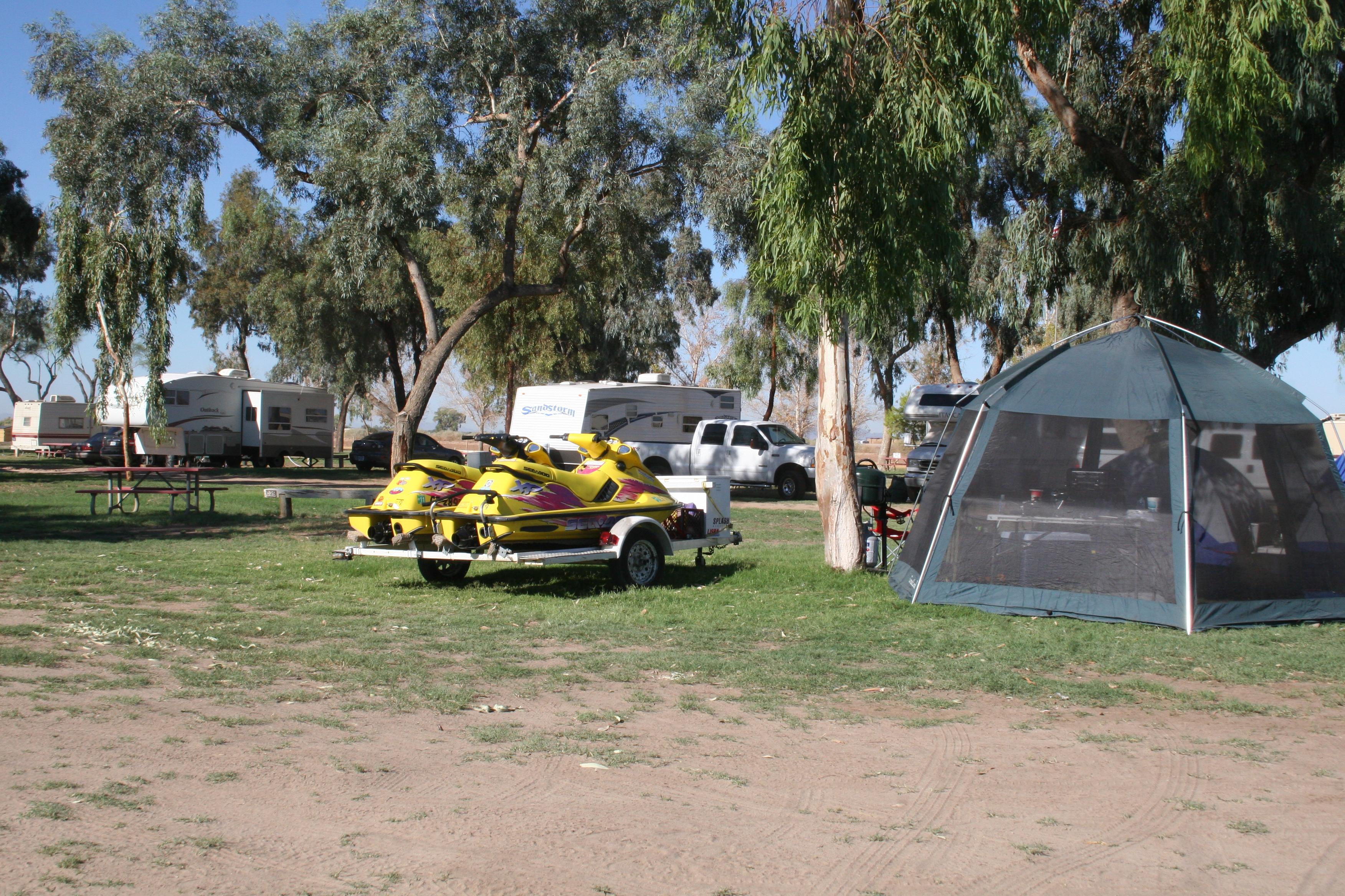 Camping w Jet Skies